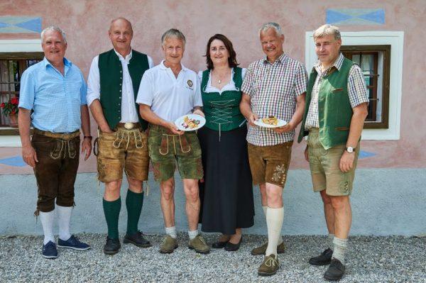 Palatschinkenfest_2018_Palatschinken_schupfen_Präsident_Felix_Hackenberger_Kl